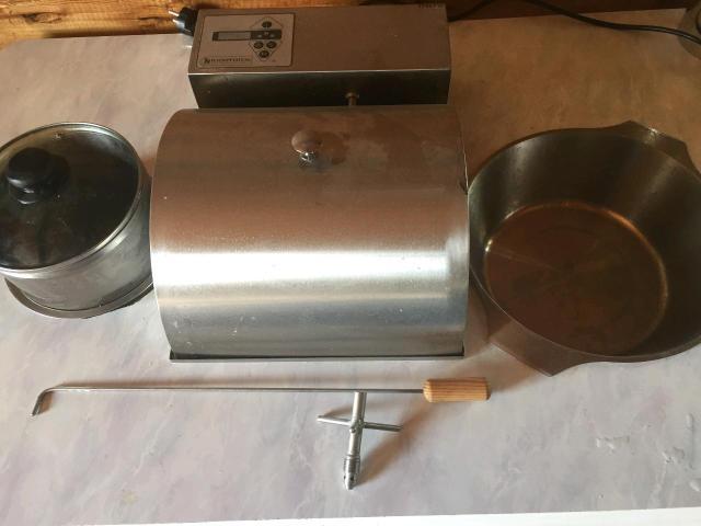 Продам автоматический пончиковый аппарат,  Параметры электросети 220±10 В / 50 Гц Установленная мощность 2,6 кВт Производительность 150-200 шт/час Масса одного пончика от 25 г до 60 г Расход фритюра с пончиками 8-10% (80-100г на 1кг пончиков) Объём фритюра в ванне 6-7 л Объём бункера для теста 7 л Расход охлаждающей воды через дозатор 4-8 л/ч *) Габариты: - длина на столе 80 см - ширина на столе 42 см - высота над столом 17 см - глубина под столом 43 см Цена от официального распространителя составляет -  124 500 р. в их комплект не входит столешница и фильтр, плюс платная доставка из Москвы. все детали и комплектующие на месте, так же есть паспорт и руководство по эксплуатации, все чеки и документы имеются.  Доставка по Якутску - бесплатно.  Реальному покупателю хороший ТОРГ.