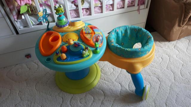Не хватает двух незначительных игрушек и треснуто колесико, можно заклеить. Есть грызунок, пианино, трещетка  и др
