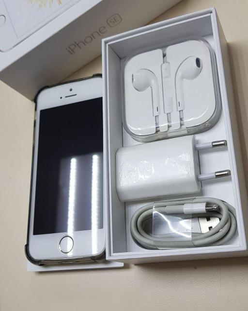 """Продам iPhone SE 16Gb Gold В отличном состоянии. Все работает,полный комплект. смартфон с iOS,экран 4"""", разрешение 1136x640 камера 12 МП, автофокус, F/2.2 память 16 Гб, без слота для карт памяти 3G, 4G LTE, Wi-Fi, Bluetooth, NFC, GPS, ГЛОНАСС объем оперативной памяти 2 Гб,аккумулятор 1624 мА/ч вес 113 г, ШxВxТ 58.60x123.80x7.60 мм Цена:14000 рублей.Подробнее по телефону:89142734411"""