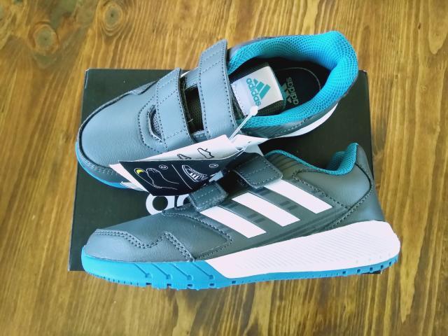 Продаю новые кроссовки Адидас р.30, оригинал, куплены за границей, размер не подошёл