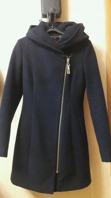 Отличное пальто, размер 40-42. Капюшон, карманы, приталенное. Цвет темно-синий