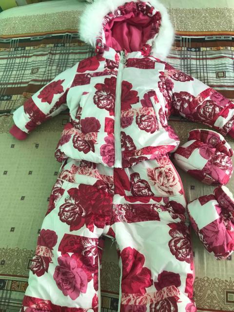 Продаю зимний комбинезон трансформер. 74 размер. Можно делать как куртку со штанами отдельно, как конверт и как комбинезон. Овчина внутри куртки съемная.