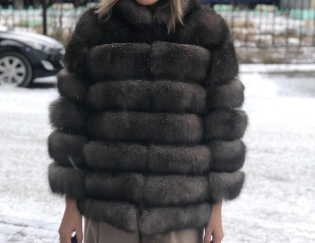 Продаю шубу трансформер 4/1 , цвет под соболь , одевала всего несколько раз , покупала в Москве , цена 25 тысяч