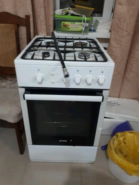 Продаю газовую плиту с духовкой.Почти новая.Причина продажи купили встроенную.