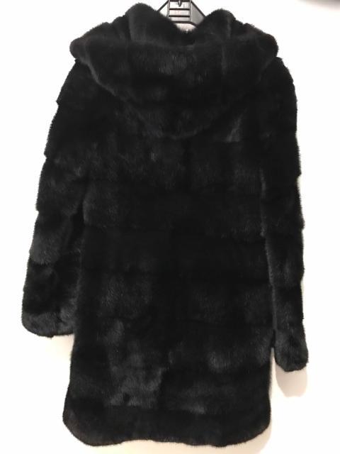 Продаю норковую шубу 42-44 размер носила один сезон и на выход