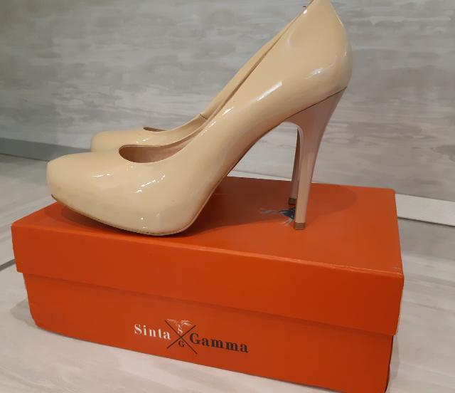 Продаю кожаные туфли в идеальном состоянии. Носили всего 1 раз. Цвет - молочный. Размер- 39. Производство  - Португалия.