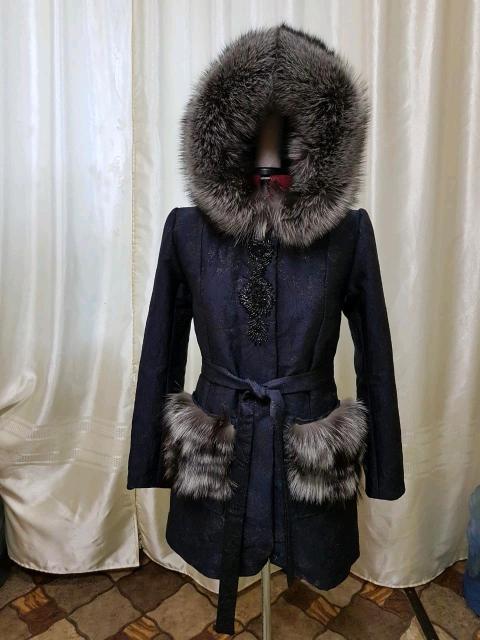 Жаккардовое пальто, абсолютно новое, размер 46. Индивидуального пошивп