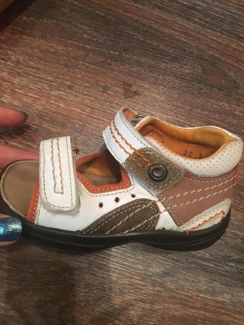 Продаю детские сандали фирма КОТОФЕЙ, 22 размер, натуральная кожа.
