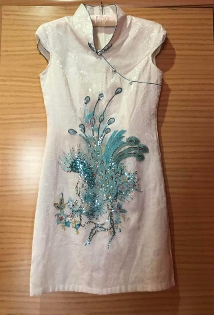 Продаю милое платье 👗 (Вьетнам) в отличном состоянии. Размер 42-44.  По всем вопросам стучимся в ватсап 💁🏽♀️