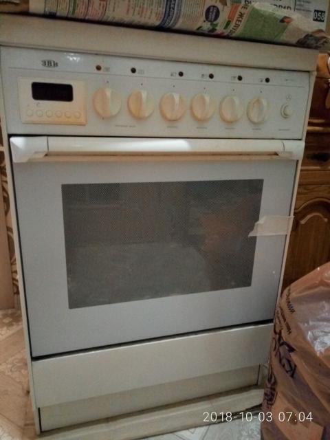 Срочно продается электрическая плита с духовкой, б/у, 4 конфорки, все в рабочем состоянии. Размер 60х60. Цвет белый, 2 противня, решетка.