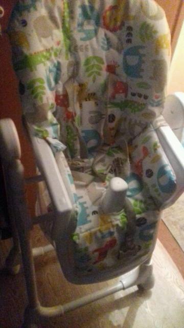 Продаю стульчик для кормления в идеальном состоянии ,покупали в Анюте за 9500,почти не пользовались,пять положений высоты,с корзинкой для игрушек
