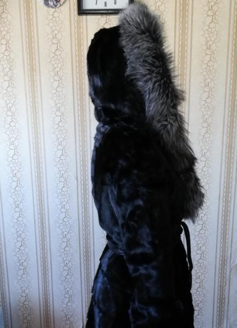Продаю норковую шубу в хорошем состоянии 44-46размер, капюшон чернобурка. Куртку синего цвета, размер 44-46, с капюшоном (инсити). Детский комбинезон на 6-7-8 лет.