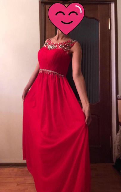 Нарядное платье в отличном состоянии❤️ Размер 44, свободное в талии, скрывает несовершенства фигуры, подчеркивает достоинства 😍 Подойдёт на фотосессию или праздничную встречу