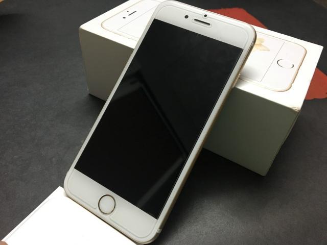 Продаю iPhone 6s, 16GB, цвет Gold, в идеальном состоянии. Полный комплект! Наушники, зарядник, коробка. iCloud чист. Установлено защитное стекло 2D. В ремонте не был, эксплуатировался всегда в чехле и с защитным стеклом! Любые проверки! Возможна доставка! Звоните 89142275837, или обращайтесь в whats app!