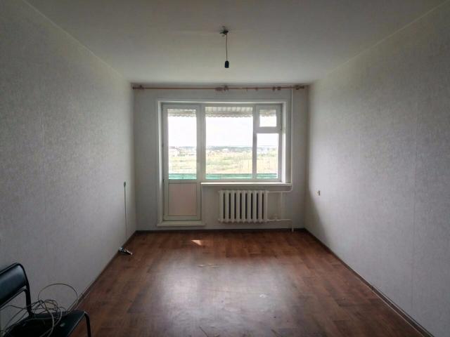 Продаю комнату 21 кв.м в общежитии. Просторная, светлая, 4 этаж. В комнате есть раковина. Ванна и туалет на 2 комнаты. Соседи спокойные, без в/п. Рядом школа д/сад сбербанк мфц