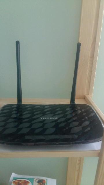 Общие: Тип оборудования - Роутер Wi-Fi Функции: Поддержка 3G; Поддержка модемов - 3G, 4G (LTE) Интерфейсы: Ethernet - 4; USB 2.0 - 1 шт. Скорость: Скорость Ethernet портов - 1000 Мбит/с; Максимальная скорость беспроводного соединения - 733 Мбит/с Беспроводная сеть: Wi-Fi; Стандарт беспроводной связи - 802.11ac, 802.11b, 802.11g, 802.11n; Частота - 2.4 ГГц, 5 ГГц  Совсем новый, покупал в сентябре. Продам либо обменяю на что угодно