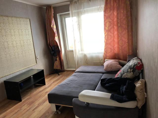 Сдается уютная 2-комнатная квартира площадью 62 кв.м. в центре города в районе автовокзала. Дом серии кпд, квартира расположена на 5-ом этаже, санузел совмещенный, есть вся мебель для проживания. Арендная плата составляет 30 тыс.руб. + счётчики, квартира освобождена и готов к заселению.