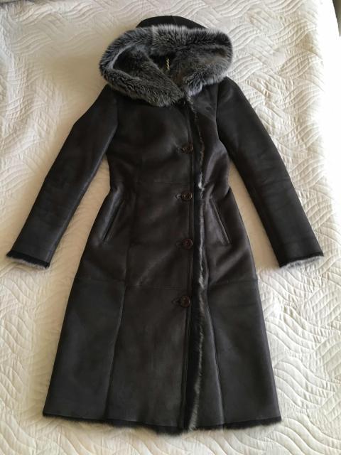 Дубленка, купленная в магазине Сэрбэкэ, состояние как новое🙌🏻 размер 42, S.  Натуральная шерсть, с красивым капюшоном.  в магазине такая стоит 48 т.р.