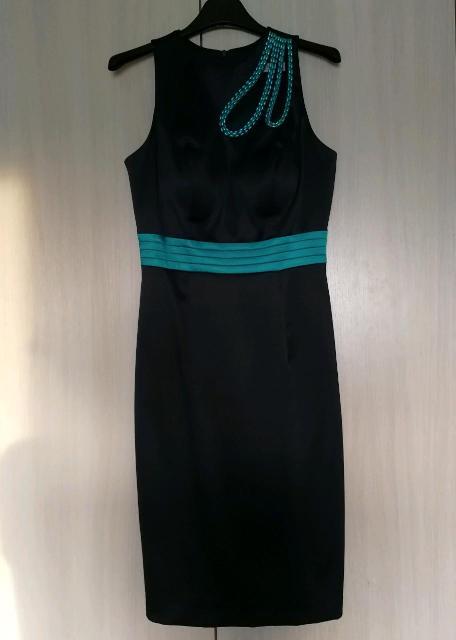 """Коктейльное платье """"Verezo exclusive"""", размер 40-42. Очень элегантное. Темно-синее с бирюзовой отделкой, красивый вырез на груди, вшитый бюстгальтер. Выглядит дорого. Покупалось за 10 тыс. руб. Б/у пару раз. В идеальном состоянии."""