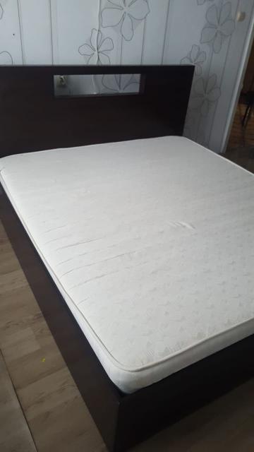 Срочно продаю в связи с переездом 2-х спальную кровать в отличном состоянии, цвет венге, размер 180х200, металическое основание, деревянный каркас, основание независимо от каркаса, ортопедический матрас, самовывоз, центр. Варианты обмена, предложение актуально в течении 2-х дней. Тел: 89627307070
