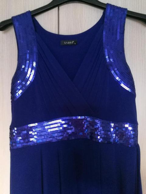 Платье коктейльное, р. 42. Яркое, темно синее, завышенная талия, отделка пайетками. Очень удобное, комфортное, также подойдёт для беременной. Ткань не мнется. В хорошем состоянии.