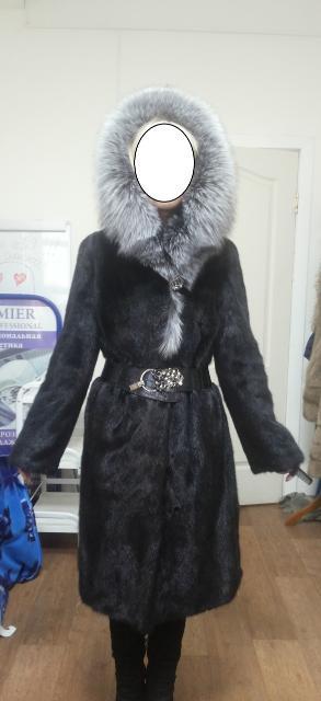 Продам норковую шубу черную фасон прямой с капюшоном Чернобурка состояние отличное р 42-44. Срочно за 27000. Возможен торг.