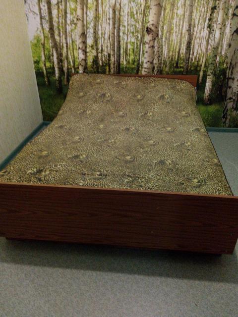 Продам кровать двухспальную с матрасом и чехлом для матраса