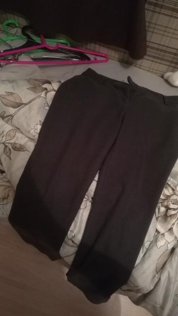 Продаю серые классические штаны SELA. Размер 44. Цена 300руб. Тел. 8924-468-87-88
