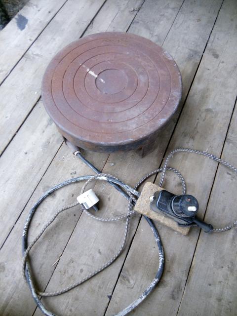 Эл плита Большая чугунная конфорка Использовался для подогрева двигателя под машиной