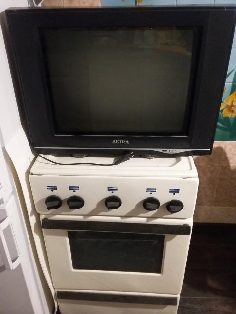 Газовая плита и плюс телевизор, отлично подходят для дачи или гаража можно в квартире, оба работают!
