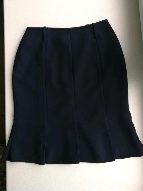 Юбка годе, темно синяя, на подкладе, шлевки для ремня, длина по колено. Ткань и пошив качественные. В отличном состоянии.