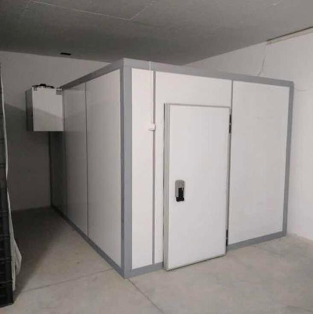 цена за 2 холодильника:  1. 198000;  2. 112000;  ф3950'2950'2200+ моноблок низкотемпературный; 1950'1950'2200+ моноблок средне температурный, на все моноблок, установлен зимний пакет для работы в -10. все в отличном состоянии!