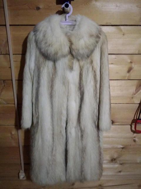 Продаю енотовую шубу купленную в магазине Торнадо 2 года назад, носила 1 сезон, очень тёплая, б/у. Размер 42-44