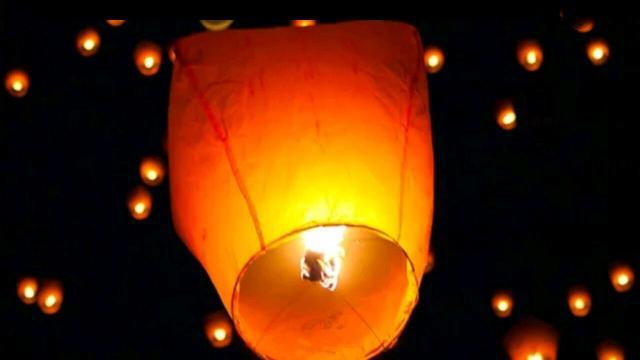 Небесный фонарик- идеальный подарок к любому событию, даже если это обычный вторник. Запуск небесного фонарика может стать красивой традицией в вашей семье или паре. А если собрать много таких фонариков вместе? Тогда ваш вечер превратится в настоящий праздник огней.