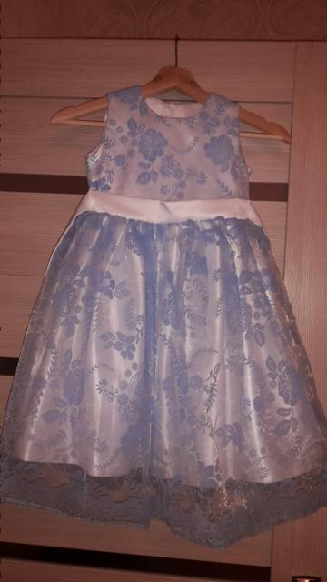 Продаю платье голубое, нежное, воздушное, состояние идеальное. На рост 106-116