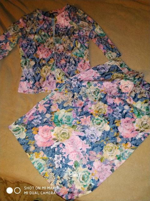 Продаю очень красивый костюм, размер 42-44, цена 1500, одевала летом пару раз, состояние отличное