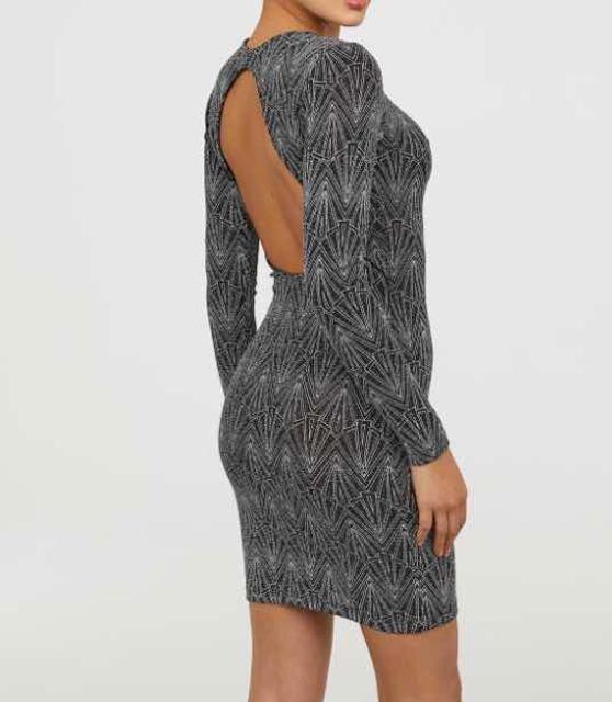Продаю очень красивое платье,р-р (42-44). Абсолютно новая,не подошел размер