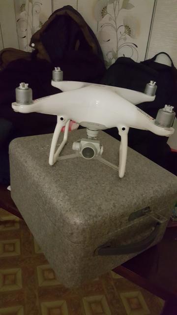Продаю квадрокоптер Фантом 4, радиус полета 5 км. С двумя батарейками. Прекрасно подходит для охоты и рыбалки аэровидео сьемка до 5 км.