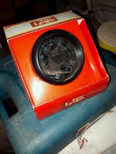 Продаю дизельный тахометр Autogauge (Тайвань)  Новый , не использовался , прост лежал . Отсутствует инструкция распиновки , надо искать в инете либо через электрика , методом тыка . Остальное всё в комплекте , шифт лампа присутствует , цвет подсветки белый .