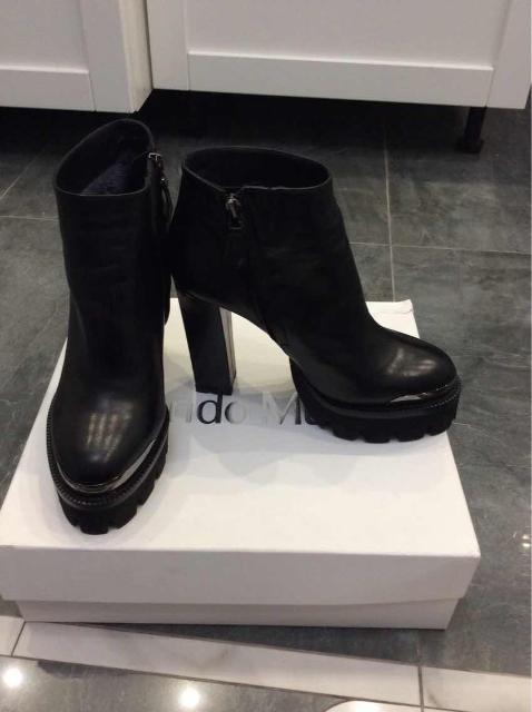 Ботильоны на устойчивом каблуке,внутри мех,демисезонные,цвет -чёрный,размер 37(европейский)