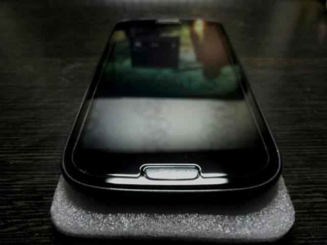Продам новый оригинальный (amoled) дисплей на Samsung Galaxy S3 (только для моделей i9300i и i9308i). Без царапин и сколов, наклеено защитное стекло. Самовывоз, все проверки на месте! БЕЗ ТОРГА!!!