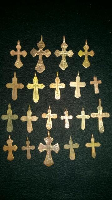Коллекция нательных крестов 18-19 в.в. в количестве 20 шт. Работа старинных якутских мастеров. Материал медь, бронза. Цена за все