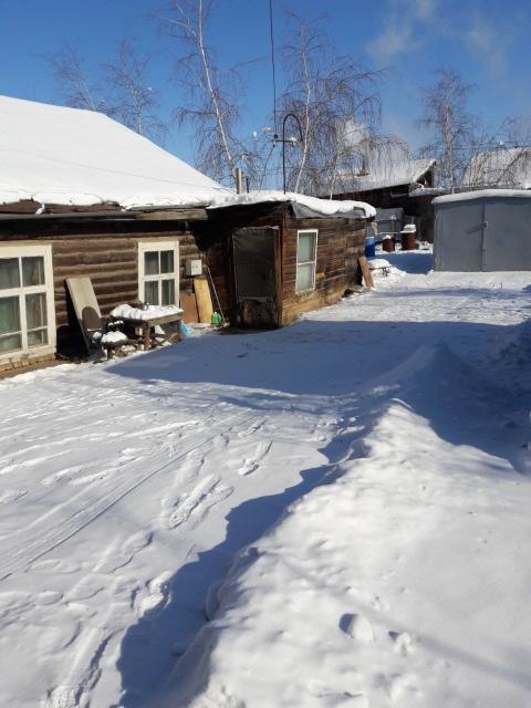 Белое озеро,Водопьянова 8,остановка 2 минуты пешком, 2,14 маршрутов,также недалеко ост 3,5 марш.Участок 6 соток,ветхий жилой дом.Газ,свет,ростелеком.Тёплый перевозной гараж 5×3.