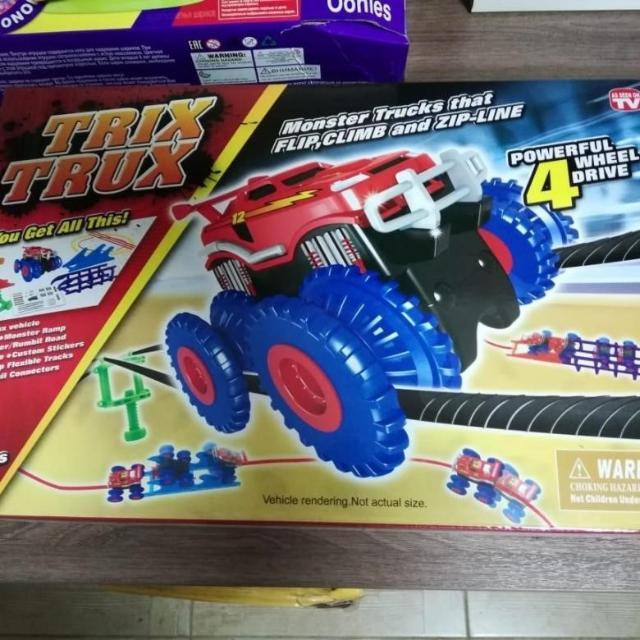 Продаю новый набор машинок Монстр трак (Trix Trux). Делают различные трюки на верёвках, переворачиваются и едут дальше. Очень увлекально и занимательно для ребенка. Пишите в Ватсап или звоните по номеру