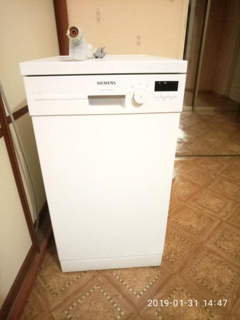 Продаю посудомоечную машину Siemens SR 25e230 ,немецкая сборка, вместимость 9 комплектов, габариты (ВхШхГ)85х45х60см. Использовалась 1 год, продажа в связи с переездом.