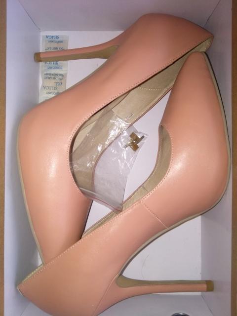 Продаю туфли Visconti 39 размера, натуральная кожа.  Носила 2 раза (на сцене и на фотосессию). Высокий каблук.