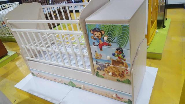 Продается детская кровать трансформер совсем новая ,возможен торг 89991734103 Плюс матрас в подарок