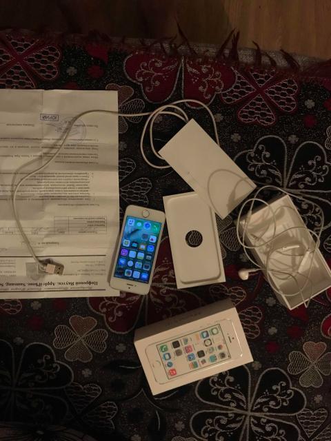 В комлекте коробка документы чек наушники оригинал провод lighting блока нету состояние на фоте телефон полностью рабочий без торга