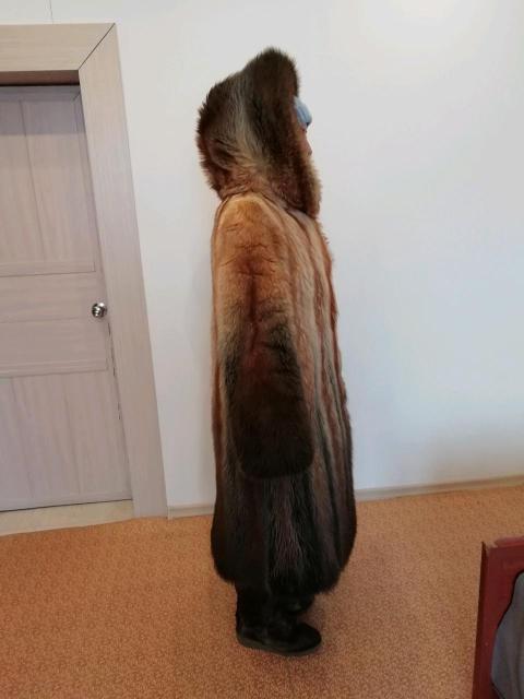 Срочно в связи с отъездом продаю шубу в идеальном состоянии!!! Шуба из енота, с капюшоном, относила всего одну зиму, очень теплая и комфортная. Покупали за 110000