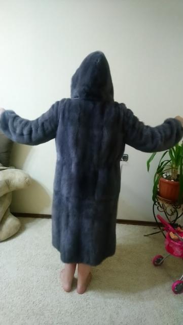 Срочно продаю норковую шубу, в идеальном состоянии, носилась всего 2 зимы, очень тёплая, внутри утеплитель, прямого кроя Размер 52-54